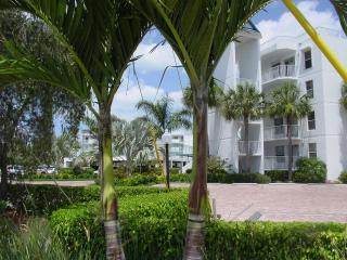 Luxurious Waterfront Condominium on Marco Island, Isla Marco