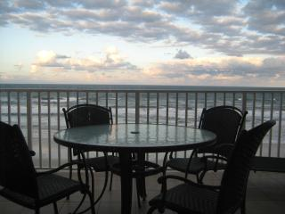 Luxurious 3/3 Direct Oceanfront Corner Unit Condo, Daytona Beach