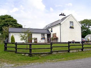 DESSIE'S COTTAGE, pet friendly, character holiday cottage, with a garden in