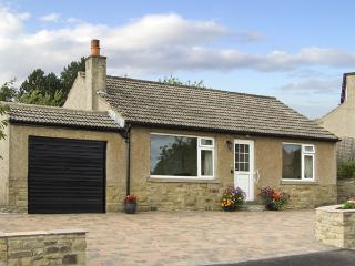 WYNNVILLE, country holiday cottage, with a garden in Embsay, Ref 4240, Skipton