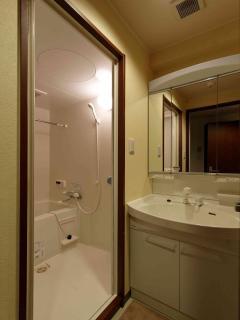 interior 107 washroom 01