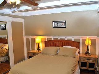 Bedroom with Queen bed,