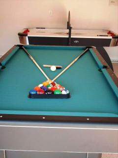 Jacksonvilla pool & air hockey