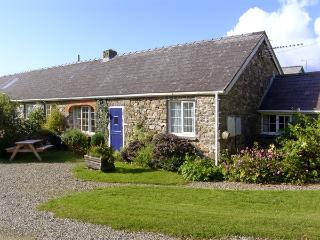 EYNONS COTTAGE, pet friendly, character holiday cottage, with a garden in Roch