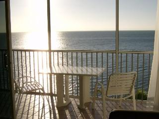 Beachfront Escape with Heated Pool and Quiet Beach, Maratona