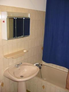 Full-sized bathroom