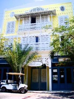 Sunny Plantation house!