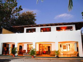 Casa Mirage: Amazing Oceanfront  5 Bedroom Villa!, Playa Grande