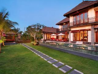 BALANGAN BEACH VILLA Ocean Views & Famous Surfing, Jimbaran