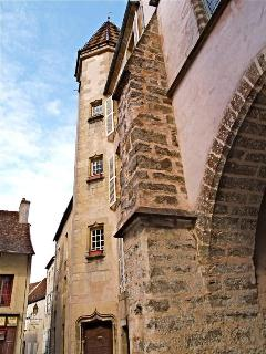 The architecture in Semur is stunning: details like this abound.