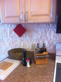 cuttlery, cutting boards, produce basket, pepper grinder, etc