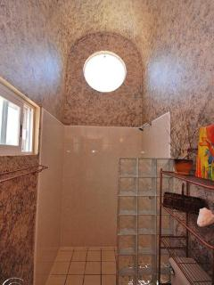 Master queen bathroom