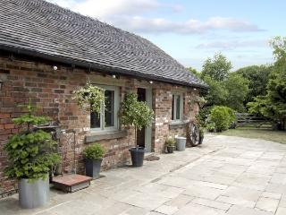 BAY TREE, pet friendly, country holiday cottage, with a garden in Turnditch, Ref 4256