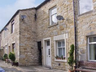 ERMYSTEDS COTTAGE, country holiday cottage, with a garden in Skipton, Ref 4252