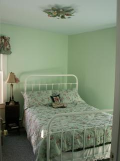 Peaceful Master bedroom with Queen bed