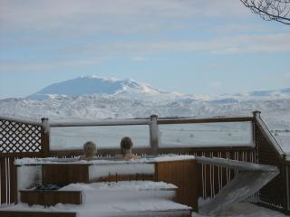 Mountain Hekla can be seen from the hot tub