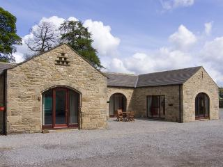 LARKLANDS, pet-friendly, character holiday cottage, with a garden in Ravensworth