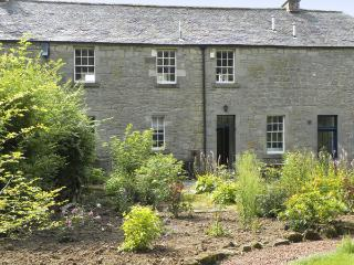 THE COACH HOUSE, romantic, character holiday cottage, with open fire in Chirnsid