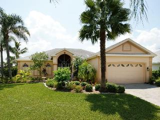 Superb Floridian Waterfront Gulf Access Pool Villa, Cape Coral