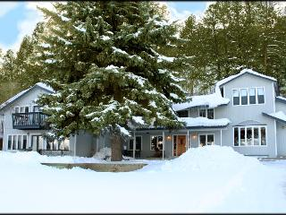 TALL SPRUCE HOUSE-Walk to Hot Springs, sleeps 2-22, Durango