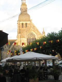 Place Saint Sauveur (75 metres)