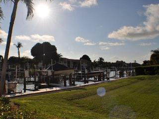Peaceful condo w/ short walk to Caxambas Boat Park & South Beach, Marco Island