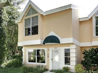 2 bd rm Beach town home in Vero Beach Fla 73 pics that sleeps 4 but can fit 6 for visiting guests.