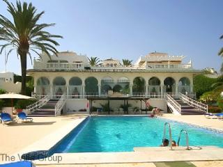 Great House with 4 BR & 3 BA in Marbella (Villa 34787)
