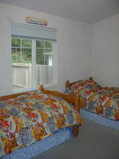 3rd bedroom with twin beds and 2 additional mattresses underneath for extra sleeping space