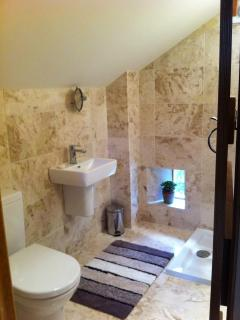 en-suite to upper bedroom