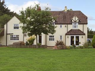 INGLESIDE, family friendly, character holiday cottage, with a garden in Adsett