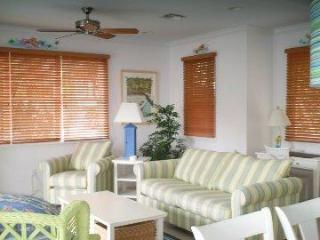 5004 Hawks Cay 3 BR / 3 BA  Private Pool Duck Key