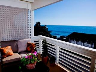 Plan for Sept! - steps from the sand- great views!, Laguna Beach