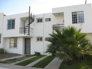 3 Bedroom Townhouse, 7 min from the Beach, Bucerias