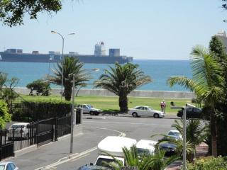 A  stunning  2 bed/2 bathroom apt with sea views., Cape Town Central