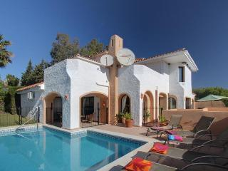 Puerto Banus Villa with Private Pool and Sea Views, Marbella