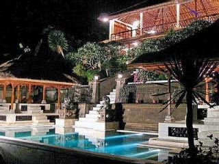 Majestic Villa - Private Pool, AC, Stunning View, Ubud