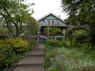 A Suite @ Kitsilano Cottage, Vancouver