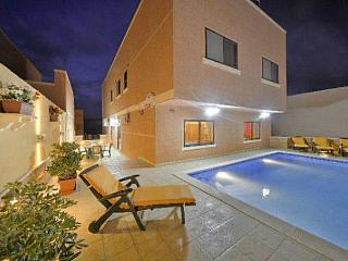 4 bedroom Villa  Apartment with pool near beach, Marsascala