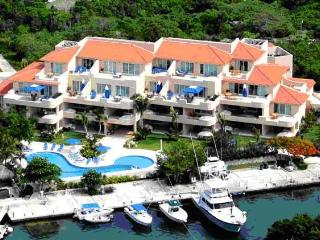 FANTASTIC H20 CONDO - Upscale resort - VIEWS, Puerto Aventuras