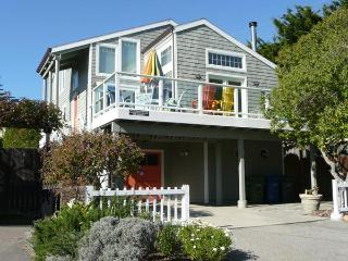 Remodeled Home with Pool Table & Ocean Views!, Santa Cruz