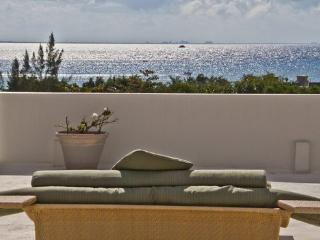 FABULOUS PENTHOUSE WITH BROADBAND/WIFI, SATELLITE TV & PRIVATE PLUNGE POOL, Playa del Carmen