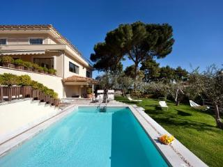 Luxury villa on Sorrento's hills