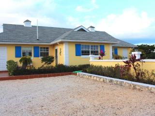Gracemir House- Large 2 bedroom, sleeps 4-6, Providenciales