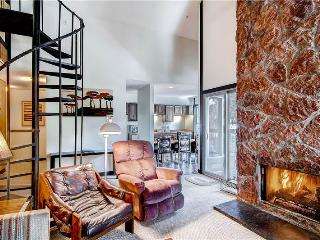 SKI IN-SKI OUT,  2 + LOFT SKI WATCH CONDO