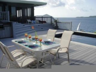 Cabrite Paradise Oceanfront Elegant Villa, Pool, Private, stunning views !