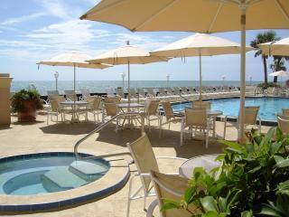 Lakeside Villa with Oceanfront Access, Vero Beach