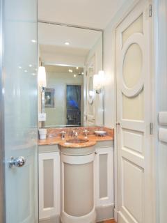 The ensuite bathroom of Marie Antoinette's bedroom