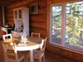 Shilo\'s Chalet - Dining area