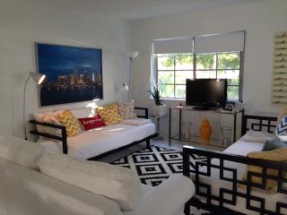 Luxury 3BR South Beach Apt PARKING & WIFI INCLUDED, Miami Beach